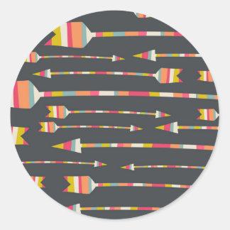 Motif de flèches d'arc-en-ciel adhésif rond