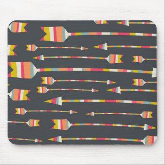 Motif de flèches d'arc-en-ciel tapis de souris