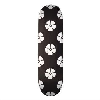 Motif de fleur 2 noir et blanc skateboards personnalisés