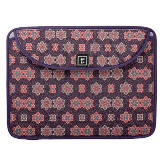 Motif de fleur coloré sur le pourpre foncé poches pour macbook