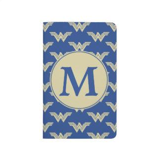 Motif de logo de femme de merveille de monogramme carnet de poche