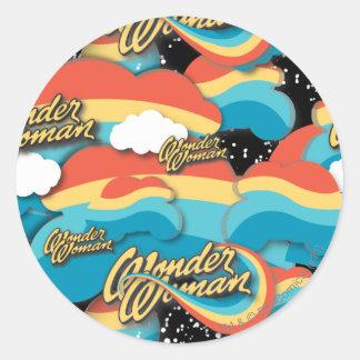 Motif de nuages d'arc-en-ciel de femme de sticker rond