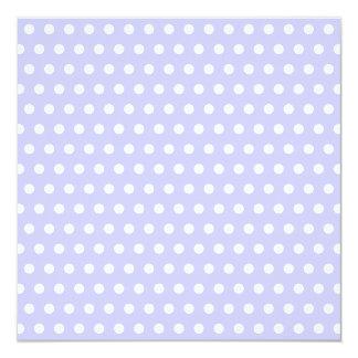 Motif de point lilas et blanc de polka. Tacheté Faire-part Personnalisés