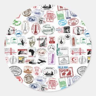Motif de timbres de voyage autocollant rond