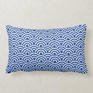 Motif de vague japonais blanc de bleu de cobalt coussin