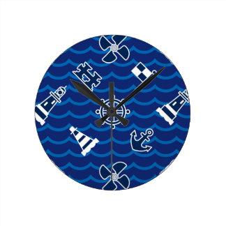 Motif de vagues nautique mignon horloge ronde