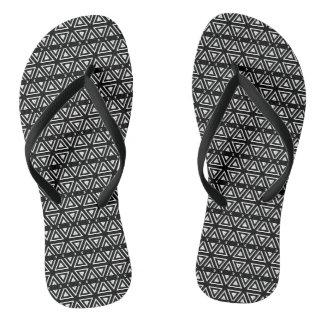 Motif de zigzag noir et blanc de pixel tongs