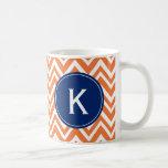 Motif de zigzag orange de monogramme tasses à café