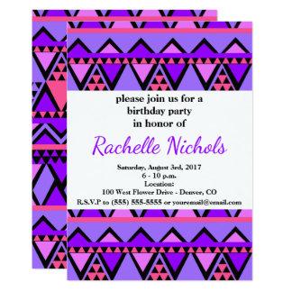 Motif de zigzag pourpre, bleu, rose lumineux des carton d'invitation  12,7 cm x 17,78 cm