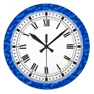 Motif décoratif de libellule de bleu royal grande horloge ronde