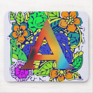 Motif décoré d'un monogramme floral coloré mignon tapis de souris