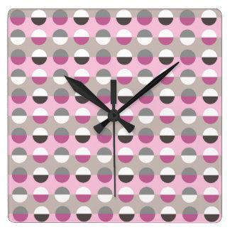 Motif élégant moderne de pois rose rétro chic horloge carrée