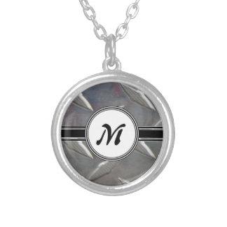 Motif en acier de monogramme en métal collier