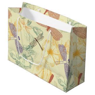 Motif floral dans le feuillage vintage de grand sac cadeau