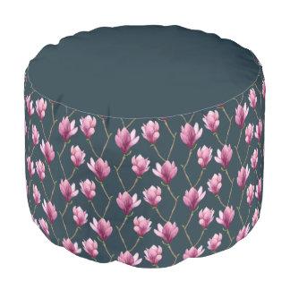 Motif floral d'aquarelle de magnolia pouf