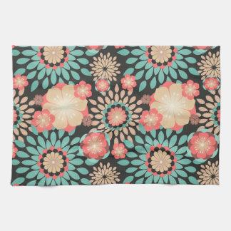 Motif floral de floraison dynamique sur l'arrière serviettes éponge