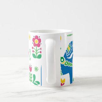 Motif floral de gens de cheval de Dala de Suédois Mug Blanc