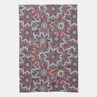 Motif floral ethnique abstrait coloré de mandala serviettes pour les mains