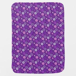 Motif floral géométrique de rétro sembler pourpre couvertures pour bébé