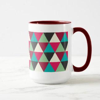 Motif géométrique à la mode ethnique de triangles tasses