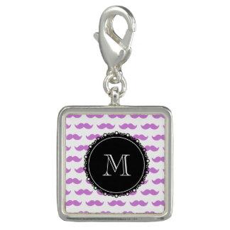 Motif lilas de moustache, monogramme blanc breloques