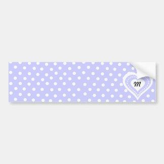 Motif lilas et blanc de coeur décoré d'un monogram autocollant de voiture