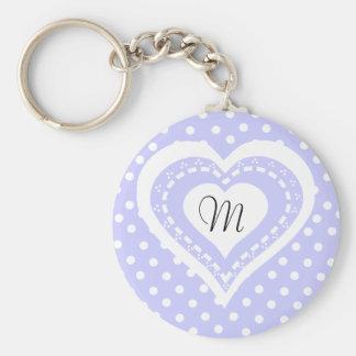 Motif lilas et blanc de coeur décoré d'un monogram porte-clé rond