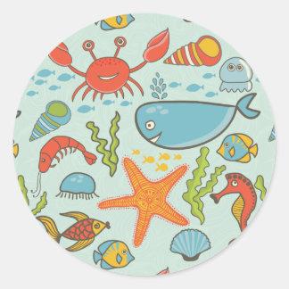 Motif marin de créature sticker rond
