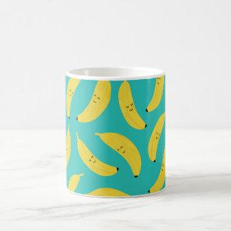 Motif mignon de fruit de bananes heureuses mug