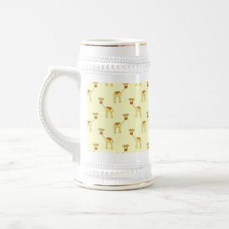 Motif mignon de girafe sur le jaune chope à bière