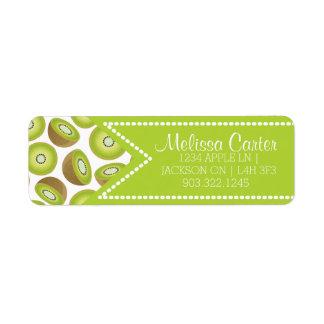 Motif mignon de kiwi de coupe étiquettes d'adresse retour