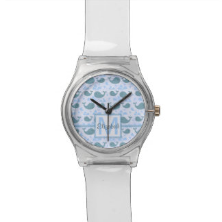 Motif mignon de monogramme de baleines bleues montres