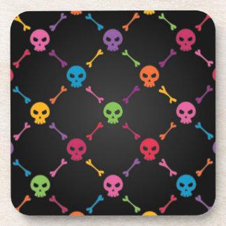 Motif multicolore avec des crânes sous-bocks