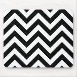 Motif noir et blanc de chevrons de zigzag tapis de souris