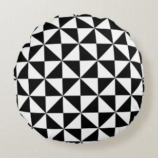 Motif noir et blanc de triangle coussins ronds