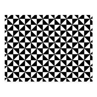 Motif noir et blanc de triangles carte postale