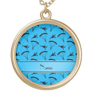 Motif nommé personnalisé de parachutisme de bleu pendentif rond
