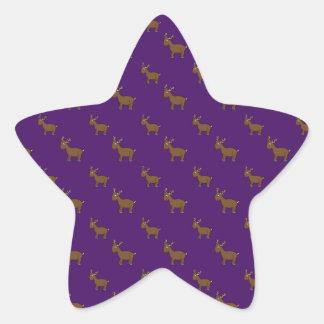 Motif pourpre mignon de renne autocollant en étoile