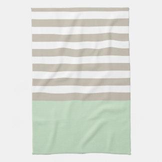 Motif rayé gris vert et neutre en bon état serviette éponge