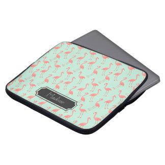 Motif rose de flamant avec le prénom protection pour ordinateur portable