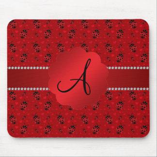 Motif rouge de coccinelles de monogramme tapis de souris