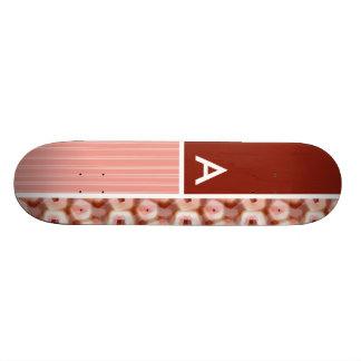 Motif rouge et rose du Pentagone Skateboards Customisés
