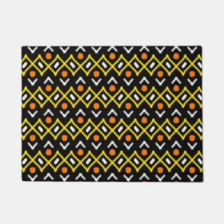Motif tribal abstrait de jaune orange et de noir paillasson