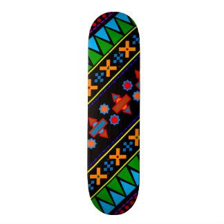 Motif tribal aztèque d arc-en-ciel noir skateboards personnalisés