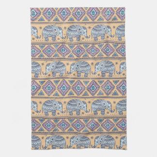 Motif tribal d'éléphant ethnique bleu serviette éponge
