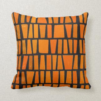 Motif tribal d'orange et d'africain noir oreillers