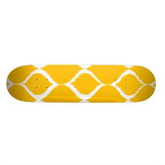 Motif tribal géométrique jaune d or d impression plateau de planche à roulettes