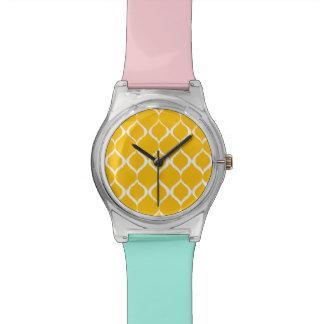 Motif tribal géométrique jaune d'or d'impression montres cadran