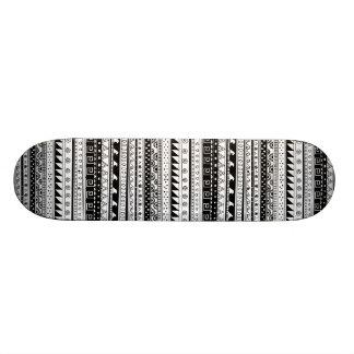 Motif tribal noir et blanc plateau de skateboard