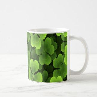 Motif vert d'usine de shamrock mug